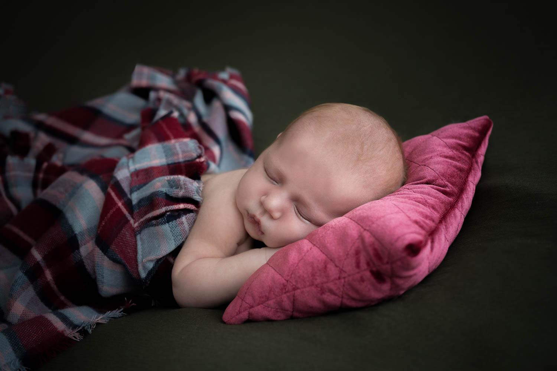 Litet barn sover sött